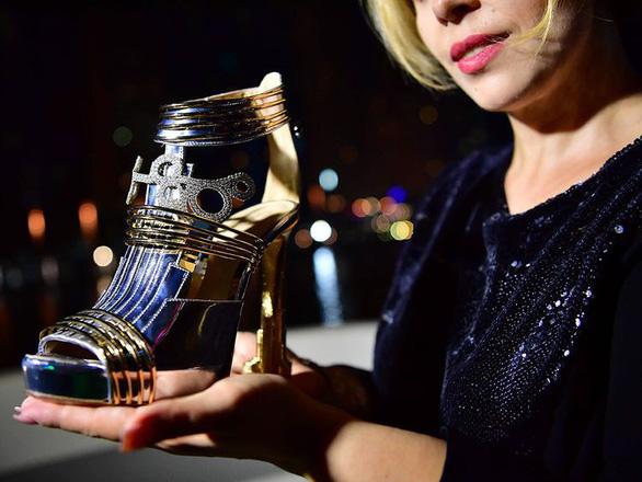 Dubai ra mắt đôi giày cao gót đắt nhất thế giới: 20 triệu USD - Hình 3