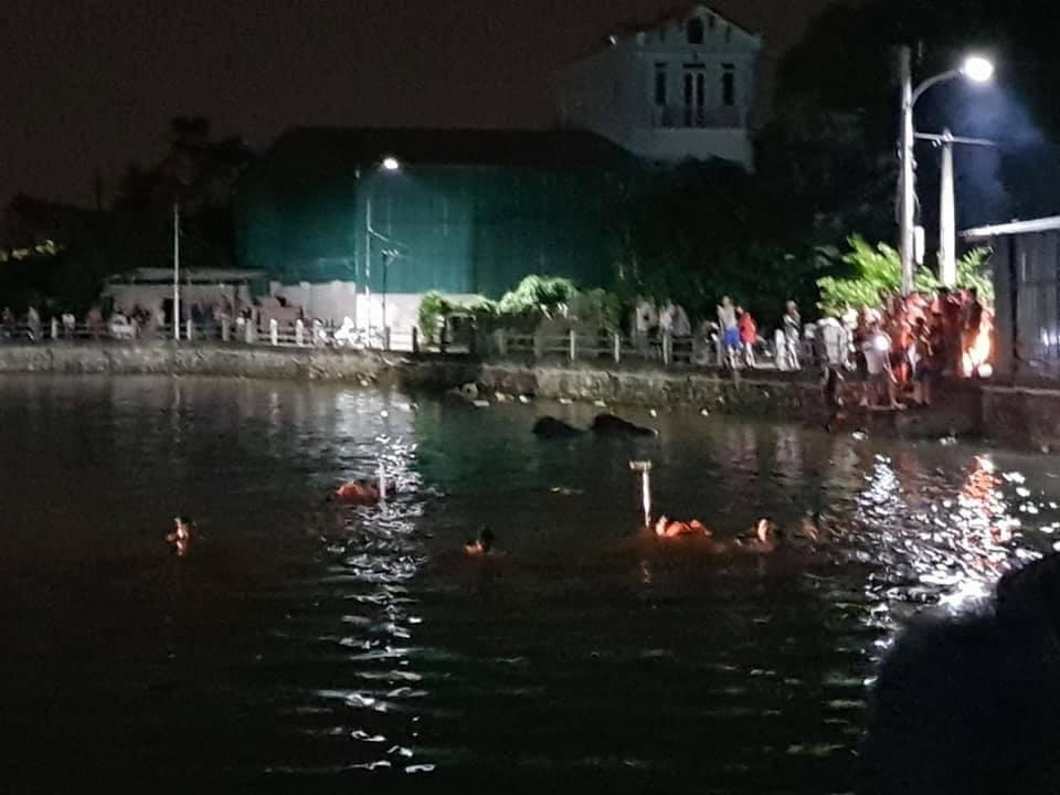 Lật thuyền vịt trên hồ nước, 2 bé gái tử vong - Hình 1