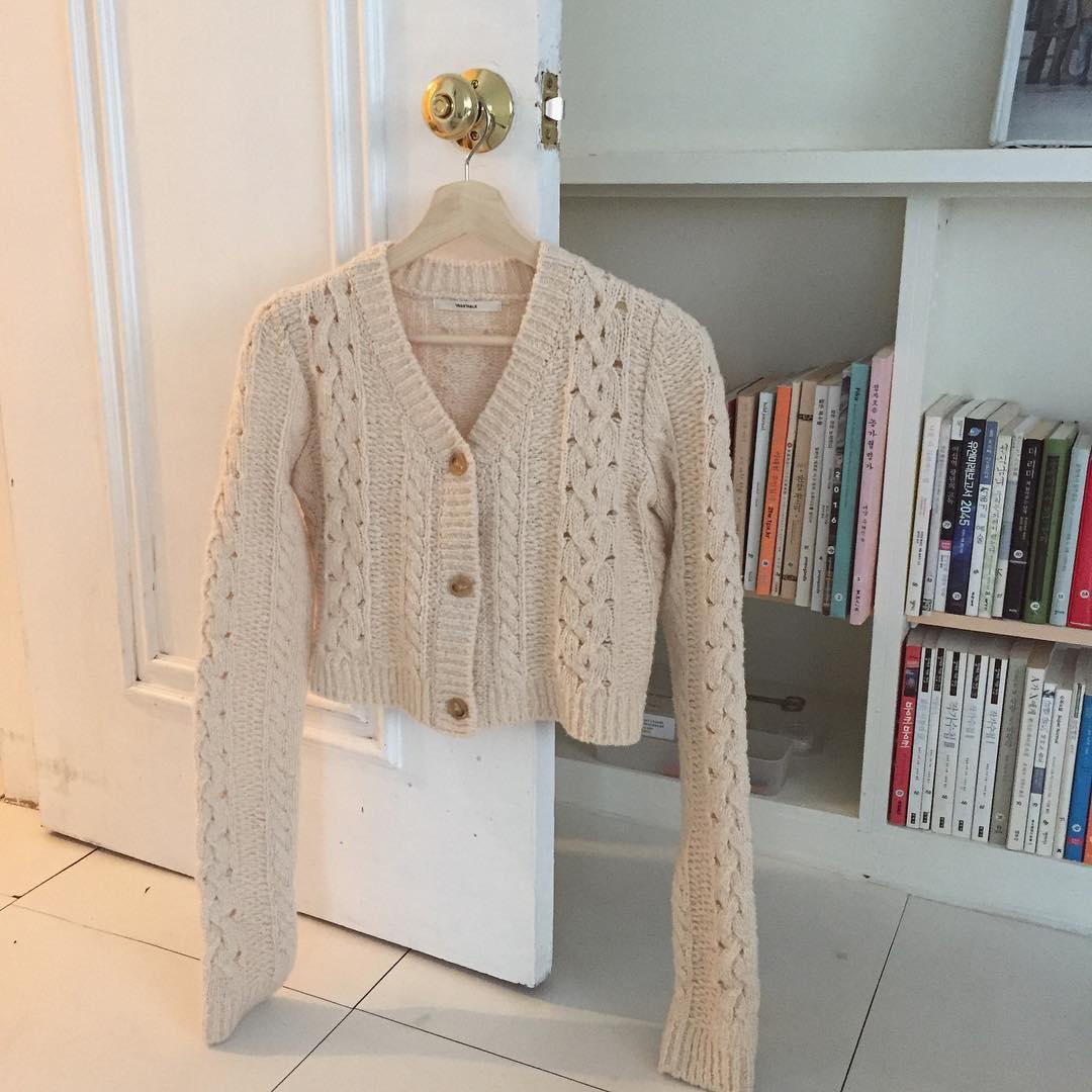 Áo cardigan dáng lửng - item hot trend nhất định phải sắm trong mùa thu đông năm nay - Hình 1
