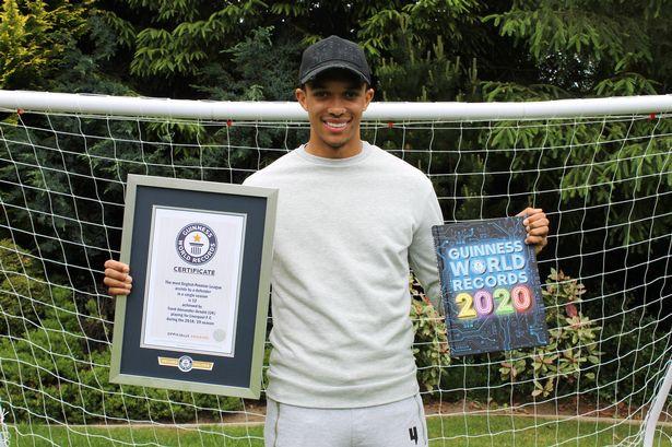 Hậu vệ Liverpool lập kỷ lục Guinness - Hình 1