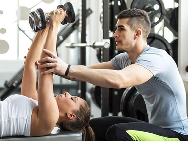 Khi thấy 4 điều này, người tập gym hãy đổi huấn luyện viên - Hình 1
