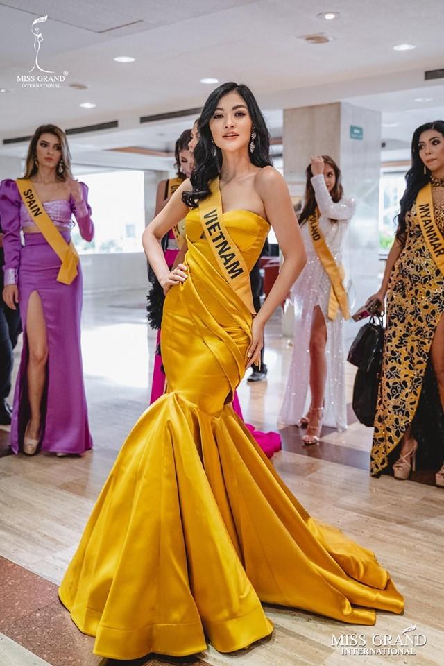 Kiều Loan nổi bật lấn át dàn thí sinh Hoa hậu Hòa bình Quốc tế 2019 - Hình 2