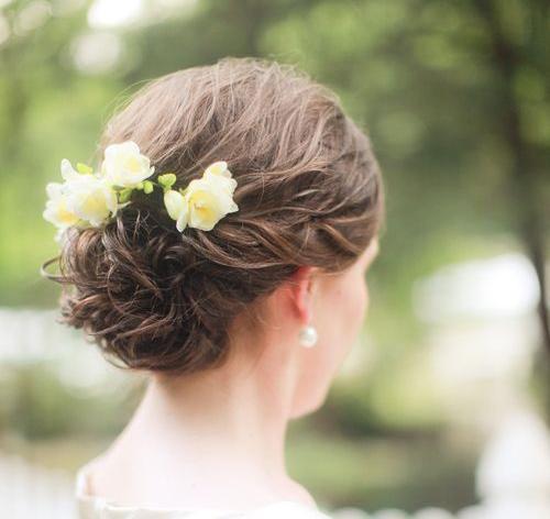 Một vài kiểu tóc đơn giản mà cực đẹp cho các phù dâu - Hình 1
