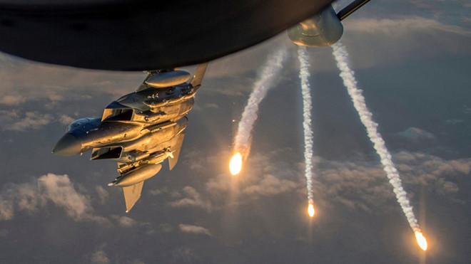 Mỹ tung Apache vì đặc nhiệm bị lính 'côn đồ' thân TNK áp sát - Hình 1