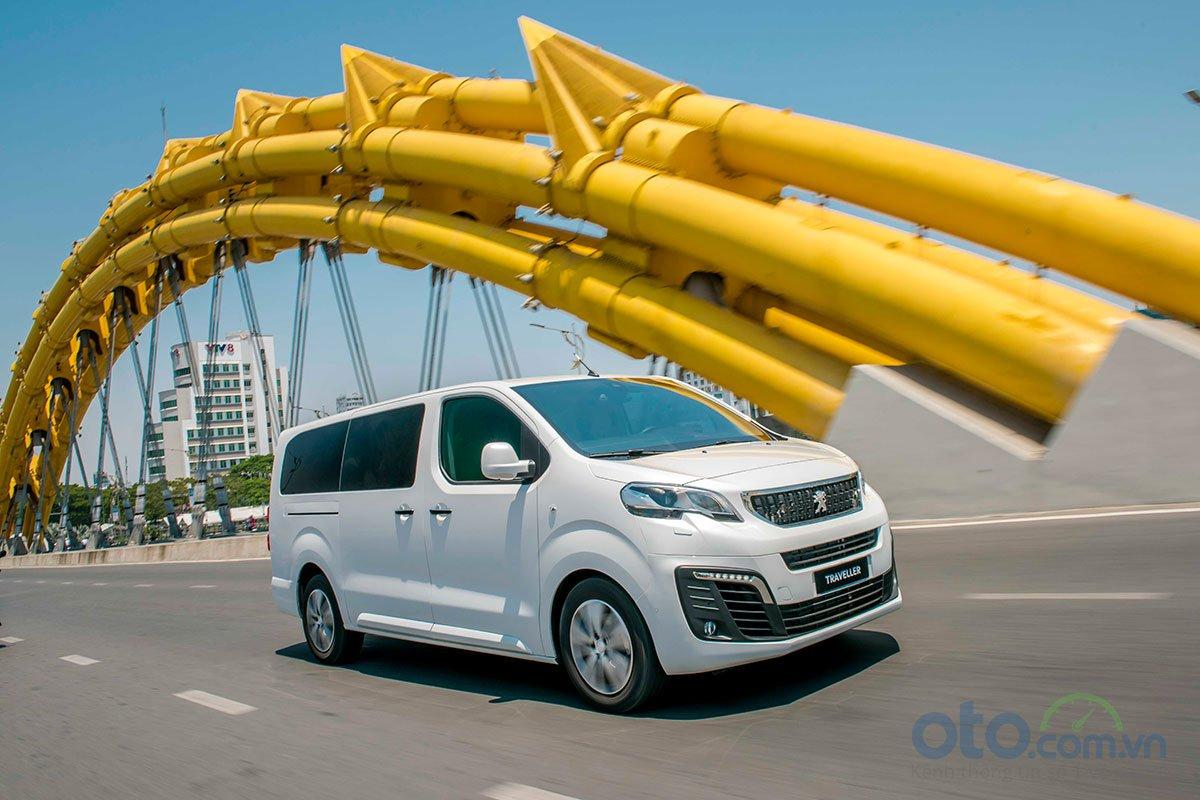 Peugeot Traveller 2019 giảm 50 triệu đồng tại Việt Nam - Hình 1
