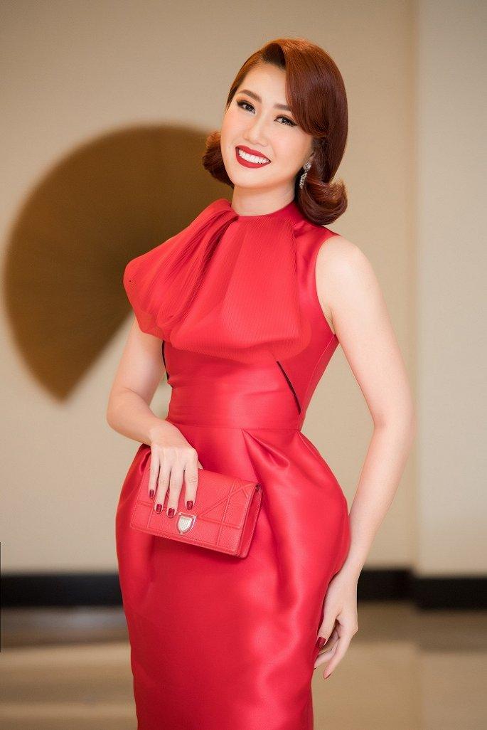 Thuý Ngân 'Gạo nếp, gạo tẻ' diện váy đỏ rực, đọ sắc dàn Hoa hậu, Á hậu đình đám - Hình 1