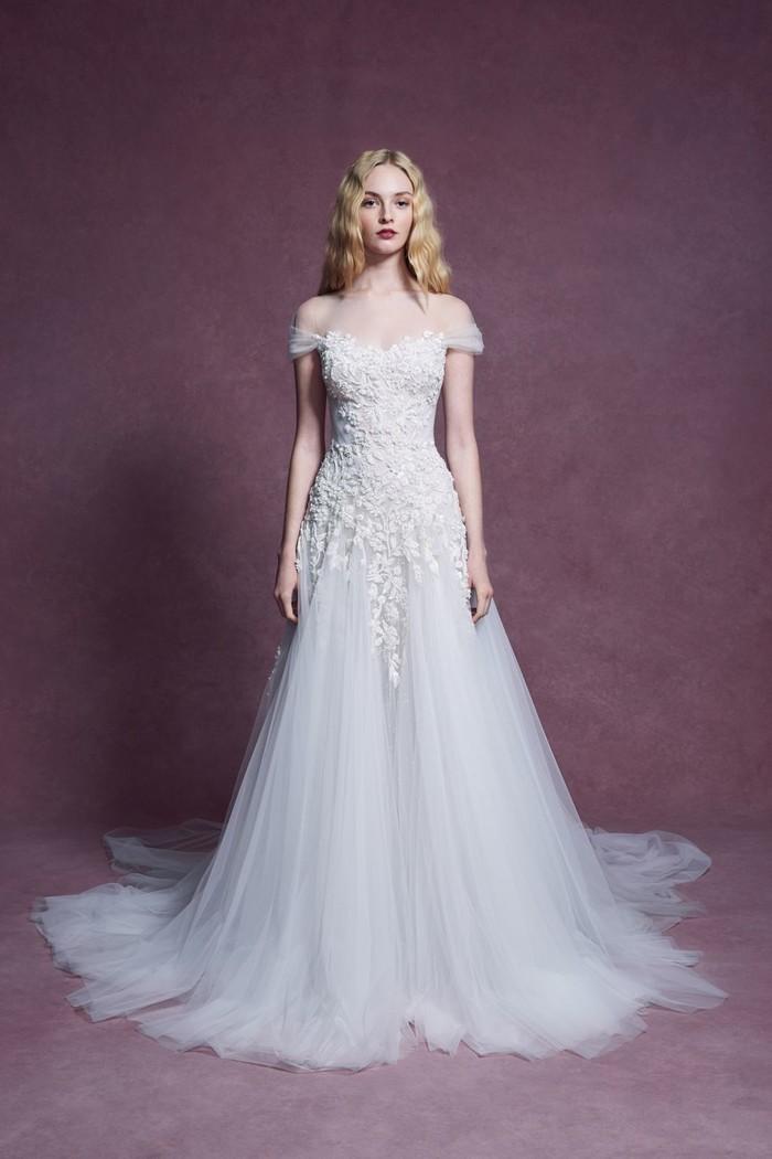 Những mẫu váy cưới đẹp nhất trên sàn catwalk thu đông 2019, ai ngắm cũng mơ làm cô dâu - Hình 18