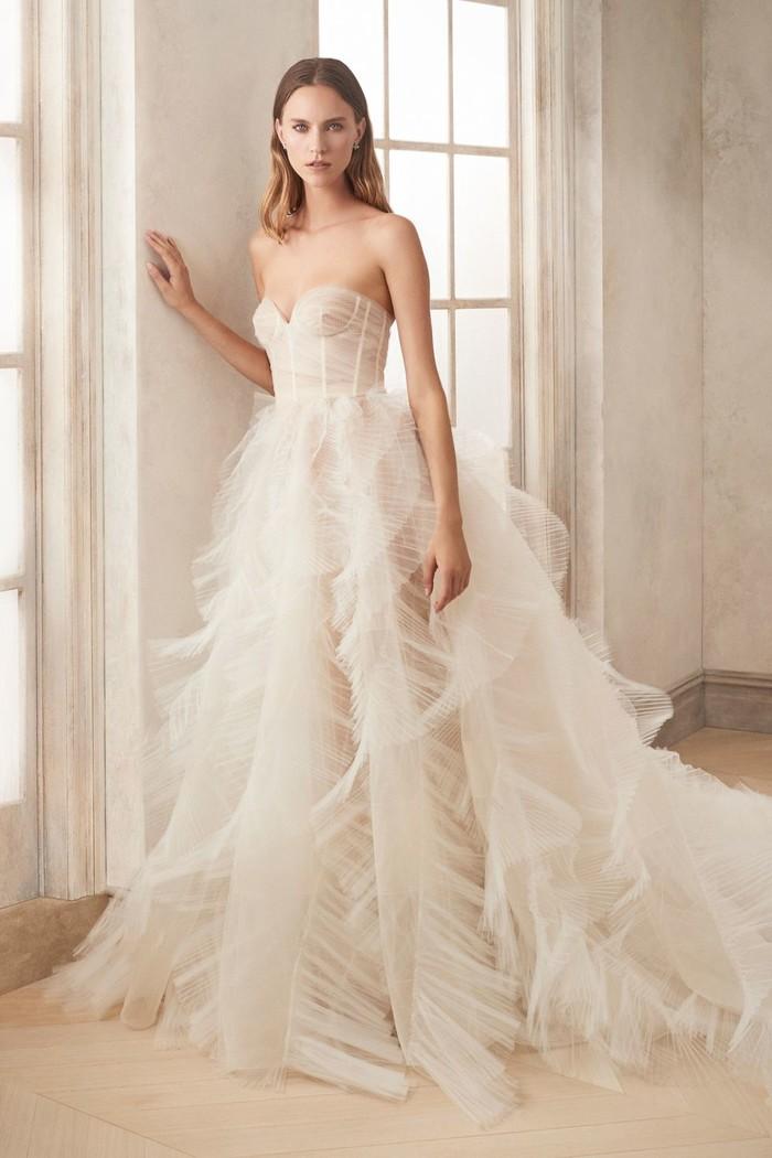 Những mẫu váy cưới đẹp nhất trên sàn catwalk thu đông 2019, ai ngắm cũng mơ làm cô dâu - Hình 14