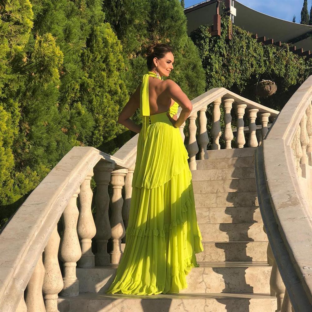 Bản tin Hoa hậu Hoàn vũ 17/10: Mix đồ cao tay, HHen Niê chặt ngay dàn giai nhân quốc tế - Hình 2