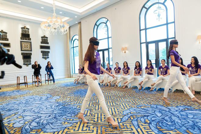 Bị chê catwalk tệ, Thúy Vân vẫn đắt show hơn Hương Ly tại Hoa hậu Hoàn vũ VN - Hình 2