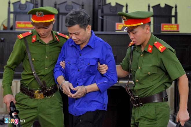 Bị tòa triệu tập, cựu Phó phòng PA03 Công an Sơn La đi khỏi nơi cư trú - Hình 1