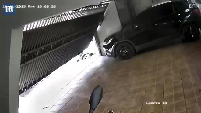 Brazil : Chủ nhà đấu súng kịch tính với 5 tên cướp và kết cục bất ngờ - Hình 1