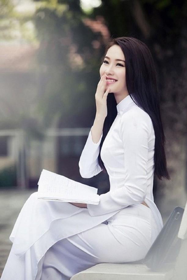Diện áo dài: Tăng Thanh Hà, Thu Thảo đẹp hút hồn, nhưng nhận cơn mưa lời khen lại là Kim Tae Hee - Hình 1