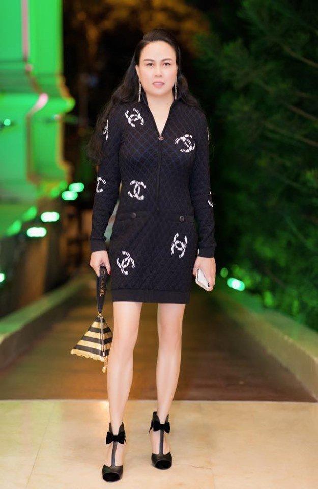 Phượng Chanel đụng hàng tỷ phú Kylie Jenner: Một chiếc váy hai số phận nghiệt ngã - Hình 1