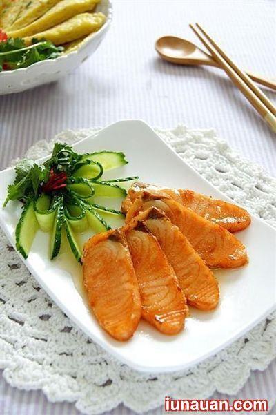 Thơm ngon bổ dưỡng với món cá hồi chiên mật ong ngon tuyệt ! - Hình 2