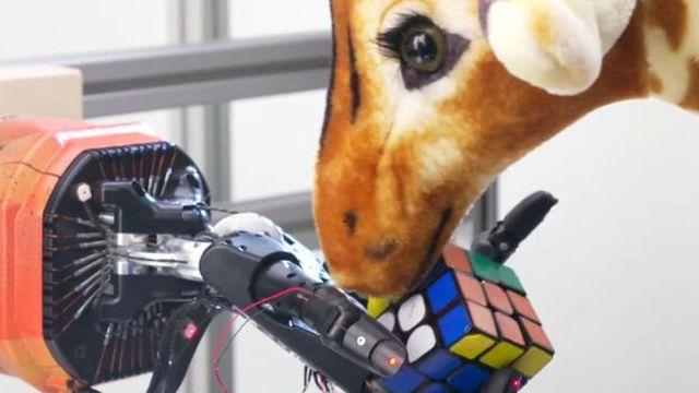 Bàn tay robot giải quyết khối Rubik chỉ trong khoảng 4 phút - Hình 2