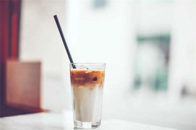 Bí quyết giúp răng trắng sáng cho người hay uống cà phê - Hình 3