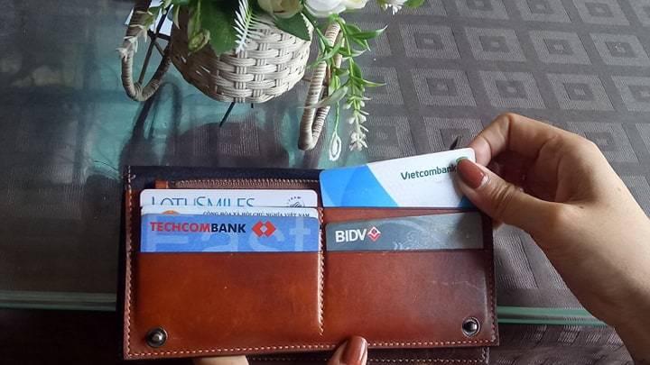 Dùng thẻ tín dụng: Cẩn thận nợ chồng nợ chất - Hình 1