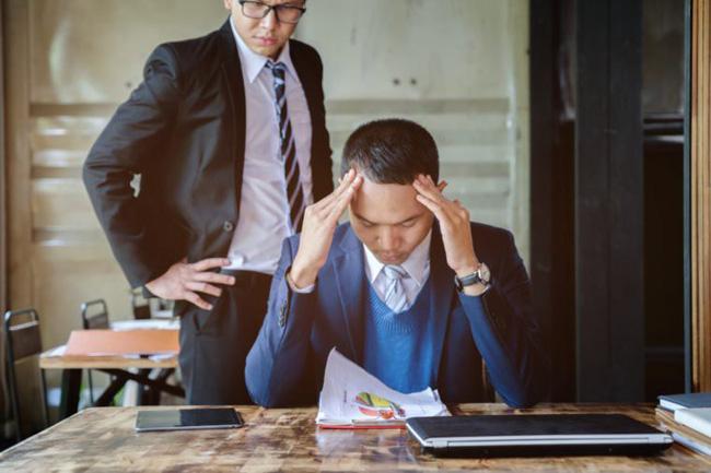Làm thư ký cho sếp cùng quê, chàng công sở bị củ hành đến mức phải kiêm nhiệm nhiều chức vụ, từ tài xế cho đến quản gia - Hình 1