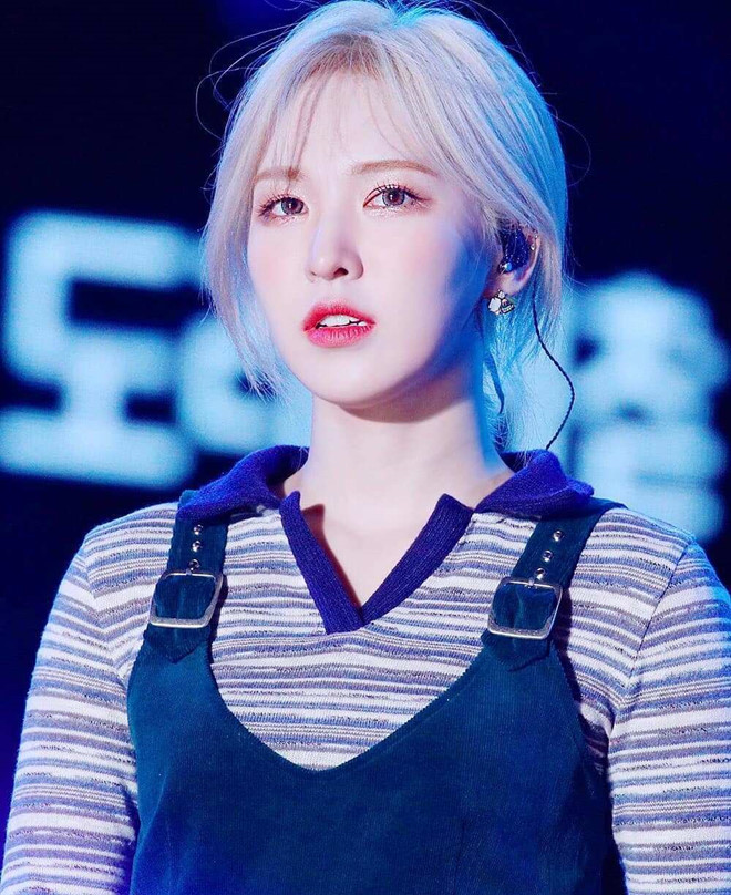 Mỹ nhân Red Velvet nhiều lần đổi màu tóc nổi bật giữa đám đông - Hình 1