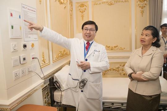 Nhiều người Campuchia khám và chữa bệnh tại Bệnh viện Gia An 115 - Hình 2