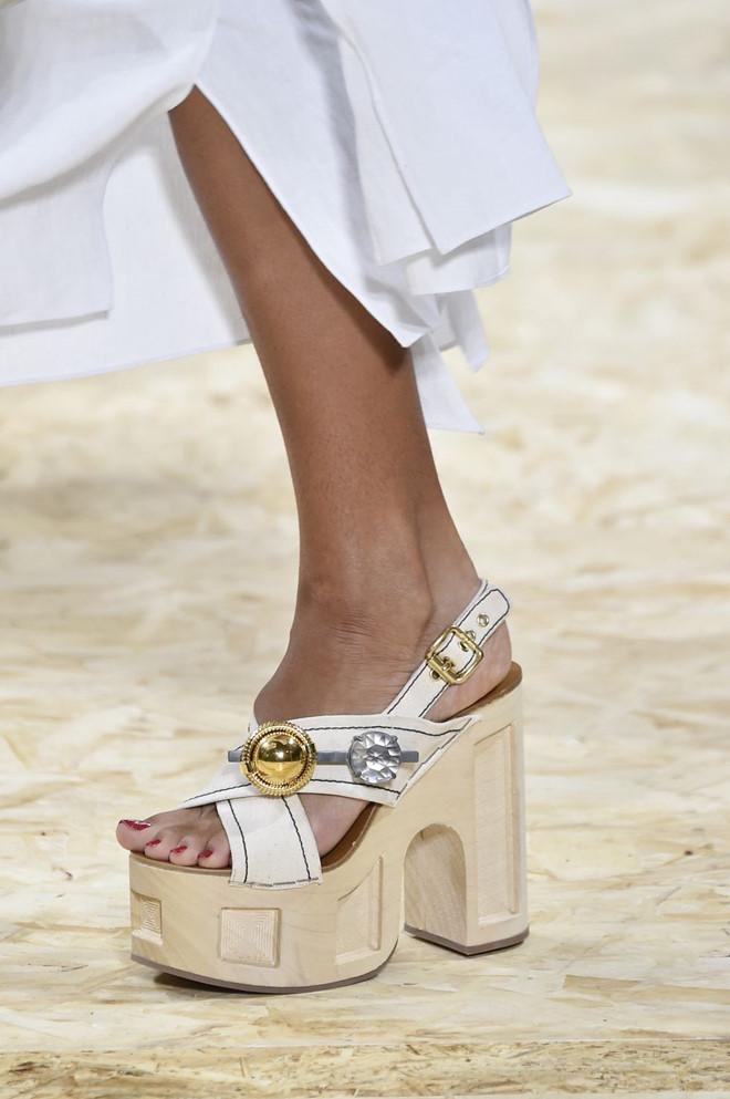 Những mẫu giày kỳ quái hứa hẹn khuấy đảo làng thời trang thế giới - Hình 2