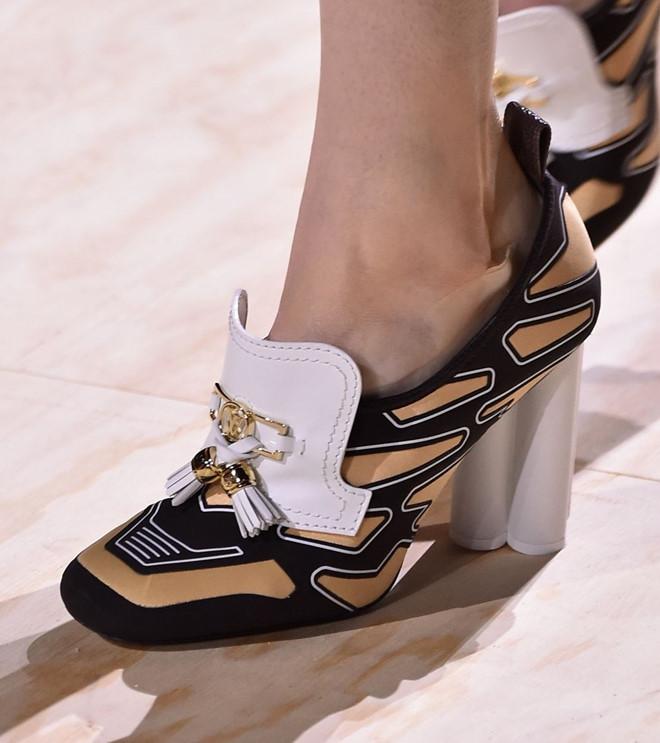 Những mẫu giày kỳ quái hứa hẹn khuấy đảo làng thời trang thế giới - Hình 3
