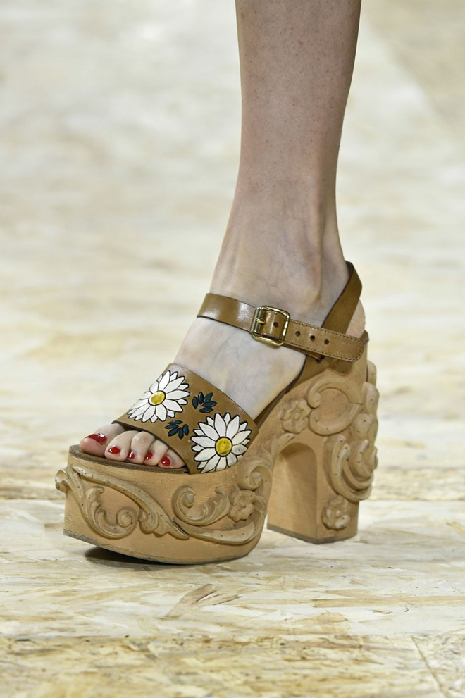 Những mẫu giày kỳ quái hứa hẹn khuấy đảo làng thời trang thế giới - Hình 1