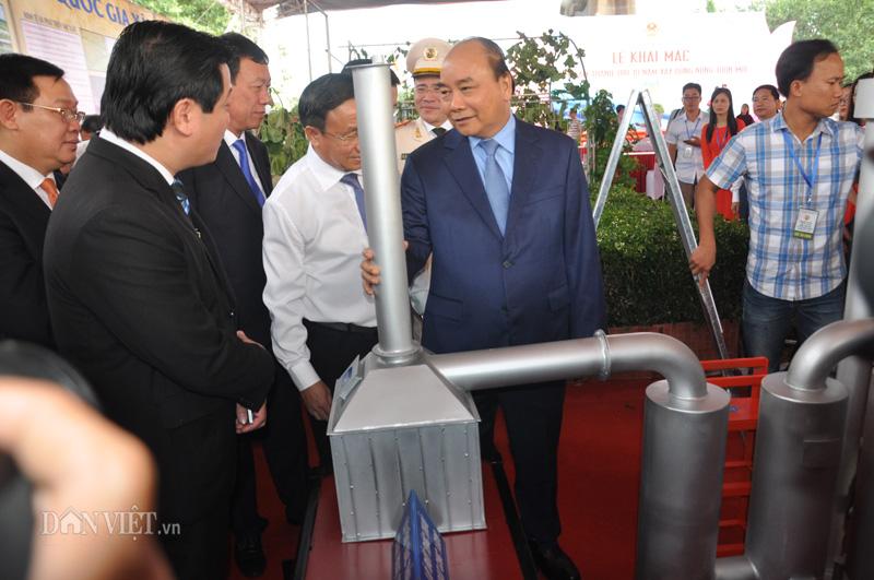 Thủ tướng Nguyễn Xuân Phúc bất ngờ với máy xử lý rác nghìn tấn - Hình 2