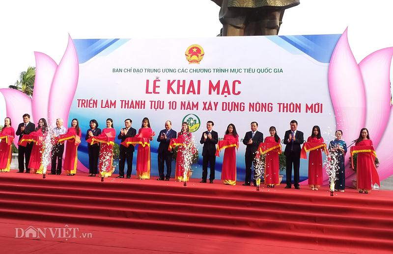 Thủ tướng Nguyễn Xuân Phúc bất ngờ với máy xử lý rác nghìn tấn - Hình 1