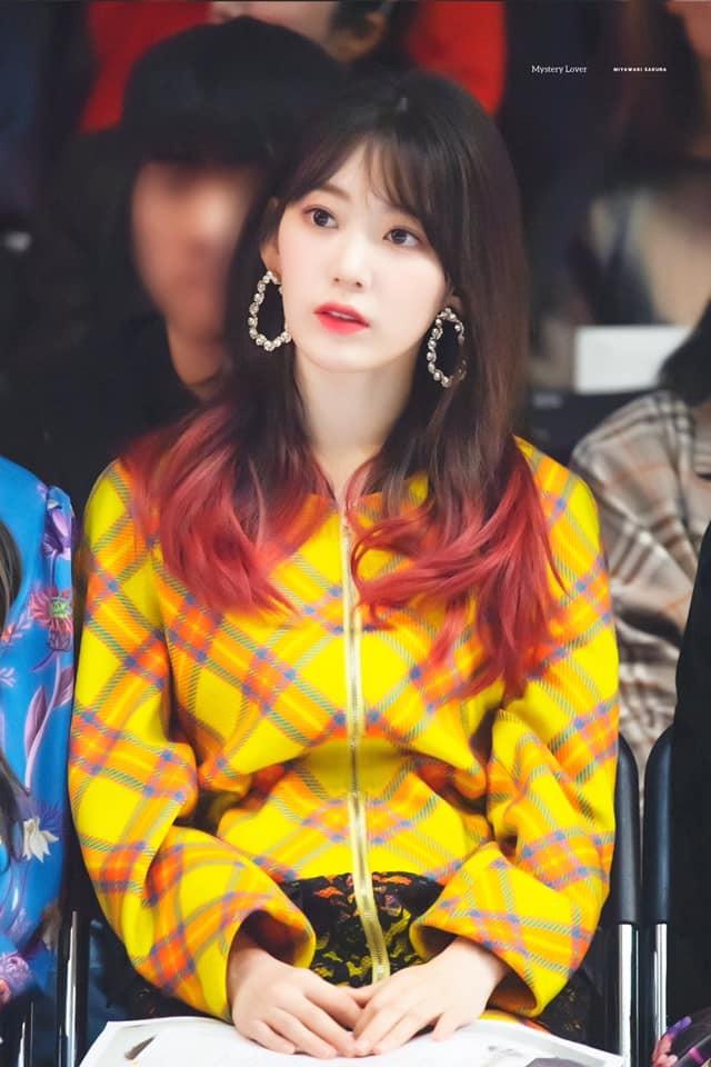 Tưởng thay màu tóc để comeback, fan ngã ngửa nhận ra Sakura (IZ*ONE) chỉ nhuộm vì... - Hình 1
