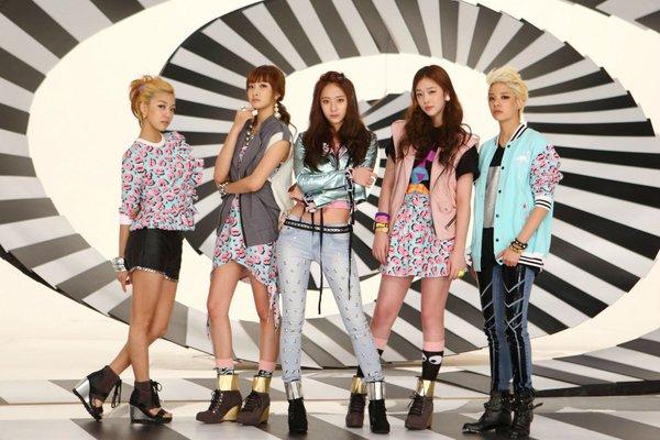 Từ lần tái hợp buồn của f(x), netizen giật mình nhận ra điểm chung nghiệt ngã trong kỷ niệm 10 năm debut của các nhóm nhạc SM - Hình 1
