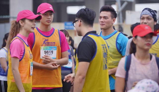 Vừa trở về từ LHP Busan, Quốc Anh bị chị đẹp Mlee rủ rê chạy marathon - Hình 2