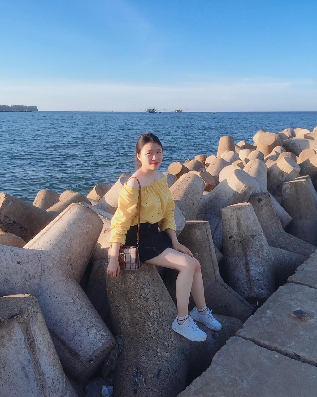 Biển Cửa Tùng đẹp hoang sơ hút giới trẻ đến Quảng Trị - Hình 2