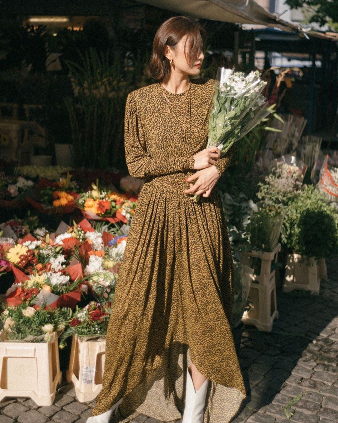 Bỗng thấy không kiểu váy nào vượt qua được váy dáng dài về độ sang chảnh, yêu kiều và hợp rơ với tiết trời se lạnh - Hình 8