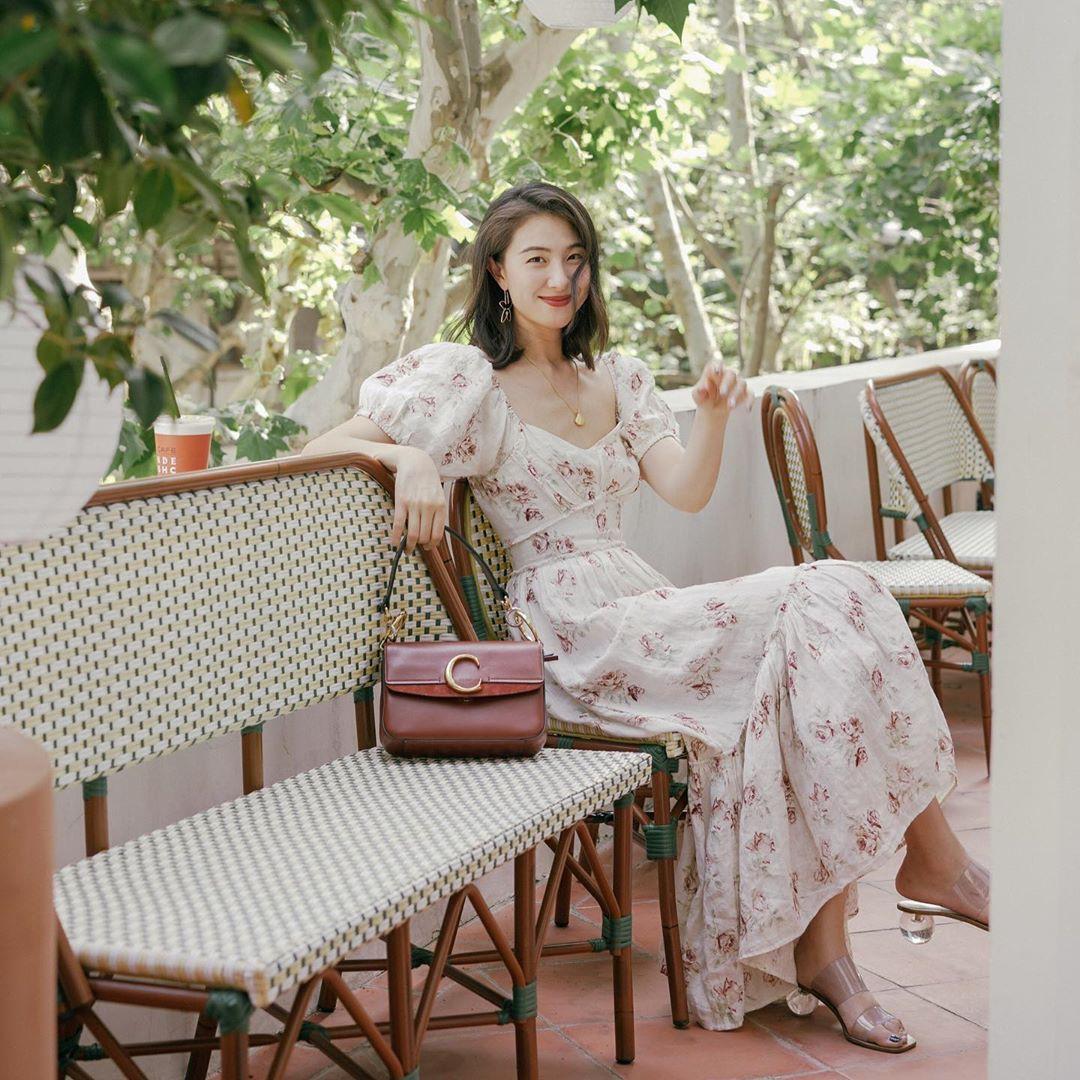 Bỗng thấy không kiểu váy nào vượt qua được váy dáng dài về độ sang chảnh, yêu kiều và hợp rơ với tiết trời se lạnh - Hình 3