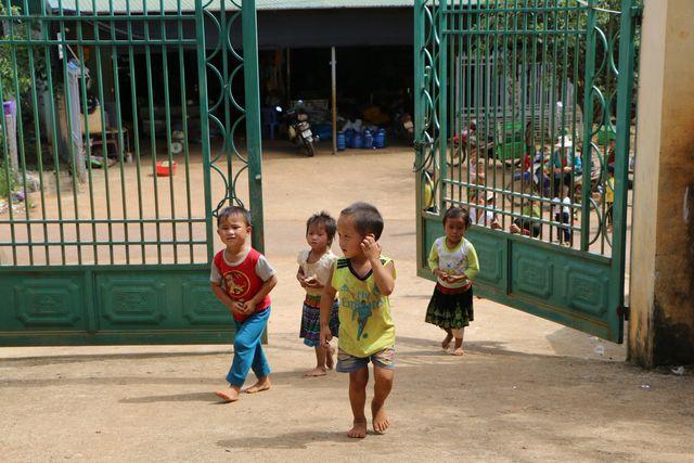 Đắk Nông: Sợ trò thất học, 8 cô giáo trẻ tình nguyện đứng lớp không lương - Hình 1