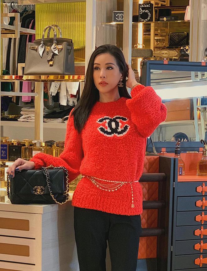 Hoa mắt vì không gian ngập đồ hiệu, bày trí sang trọng như cửa hàng trong biệt thự triệu đô của Hoa hậu Thu Hoài - Hình 4