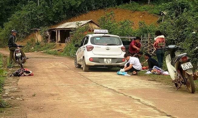 Người dân phóng xe đi tìm y sĩ cứu sản phụ, bé trai ra đời từ sự tử tế - câu chuyện gây xúc động ngày cuối tuần - Hình 2