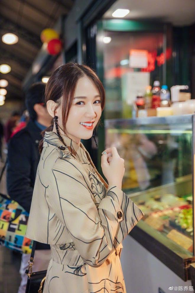 Đã 40 tuổi nhưng Đông Phương Bất Bại Trần Kiều Ân có bí quyết gì mà vẫn trẻ đẹp như gái đôi mươi? - Hình 2