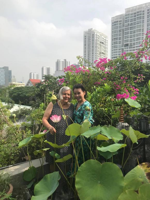 Chưa cưới nhưng quá tình cảm: Gia đình Kim Lý sang tận Việt Nam mừng 20/10 cùng bố mẹ Hà Hồ - Hình 4