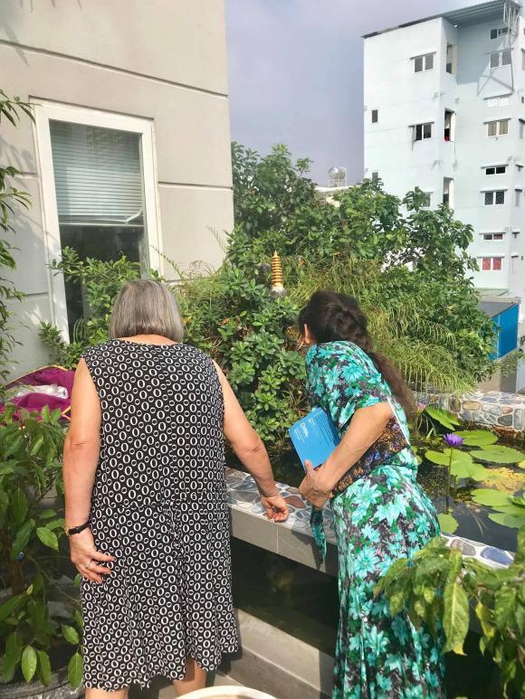 Chưa cưới nhưng quá tình cảm: Gia đình Kim Lý sang tận Việt Nam mừng 20/10 cùng bố mẹ Hà Hồ - Hình 5