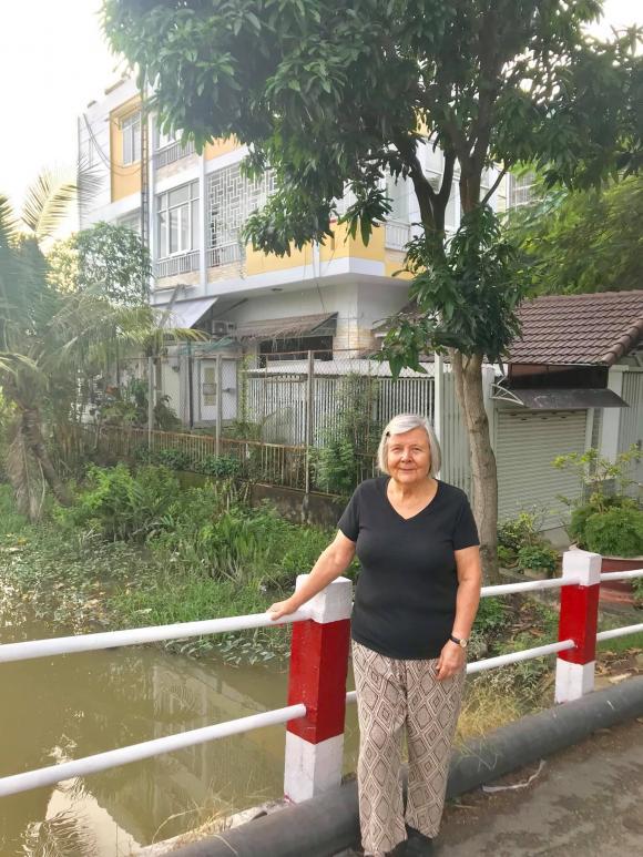 Chưa cưới nhưng quá tình cảm: Gia đình Kim Lý sang tận Việt Nam mừng 20/10 cùng bố mẹ Hà Hồ - Hình 2