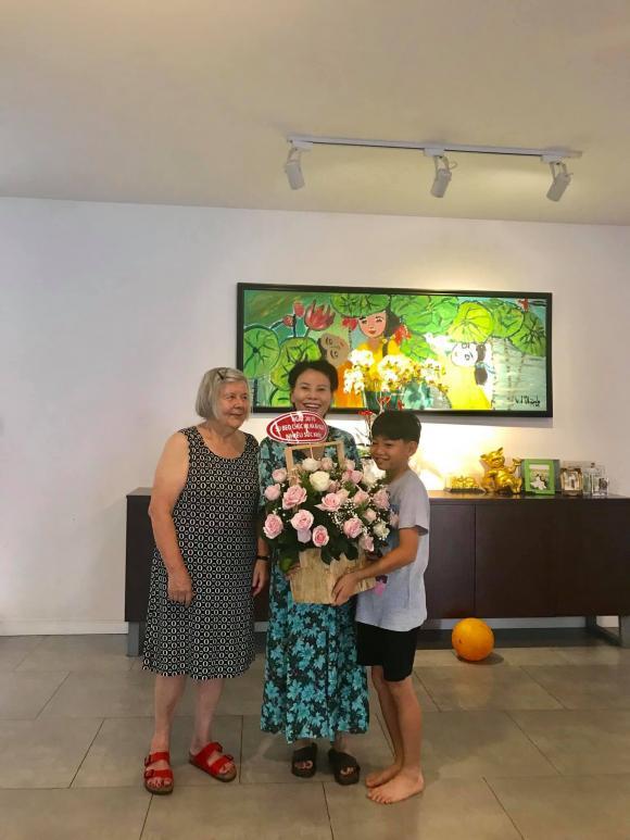 Chưa cưới nhưng quá tình cảm: Gia đình Kim Lý sang tận Việt Nam mừng 20/10 cùng bố mẹ Hà Hồ - Hình 9
