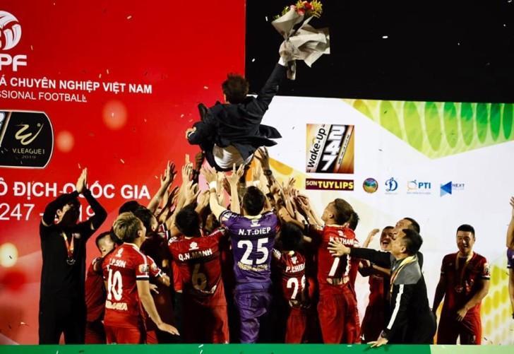 Giúp TP.HCM từ mục tiêu trụ hạng đến Á quân V.League, HLV Chung Hae-seong được mời ký hợp đồng 3 năm - Hình 2