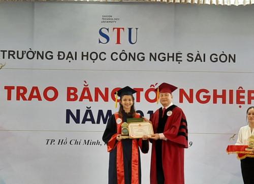 Trường ĐH Công nghệ Sài Gòn trao bằng tốt nghiệp cho 1.298 tân cử nhân, kỹ sư - Hình 1
