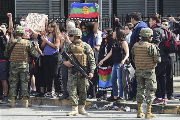 Chile gia hạn lệnh giới nghiêm đêm thứ hai liên tiếp - Hình 1