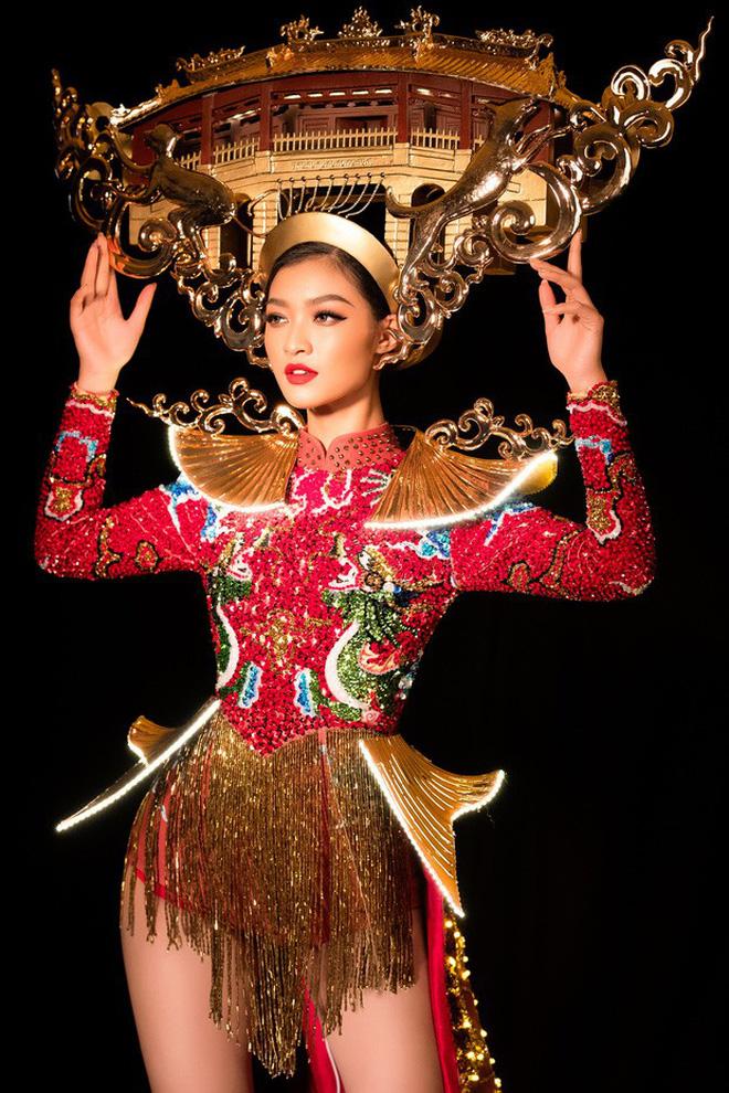 Cùng công kênh cả Chùa Cầu (Hội An) trên vai, trang phục dân tộc của Kiều Loan và HHen Niê - ai đẹp hơn? - Hình 2
