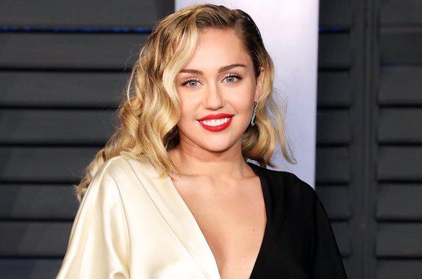 Đắm chìm trong ái tình và nghiện ngập, giọng hát của Miley Cyrus ngày càng khiến fan thất vọng - Hình 1