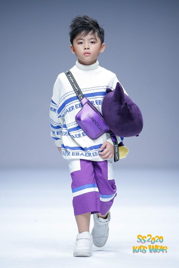 Dàn mẫu nhí Việt tự tin sải bước trên sàn diễn Shanghai Fashion Week - Hình 3